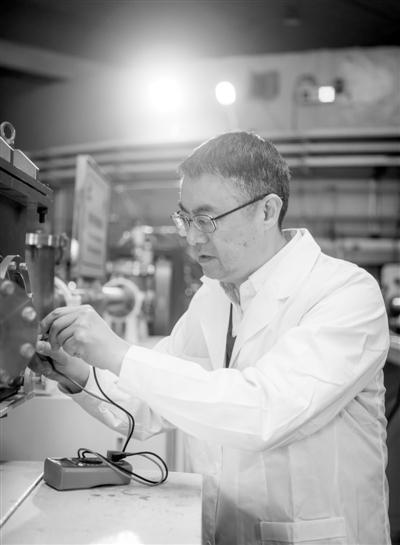"""柳卫平:从原子到恒星,核物理是他的科研""""圆心"""""""