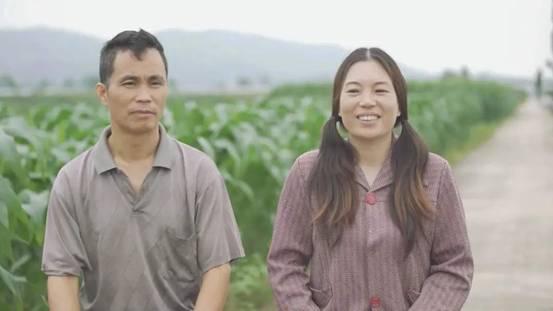农村夫妻跳曳步舞全网爆红  在阴霾中寻找一道光