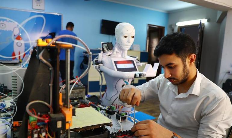 埃及:机器人助力抗疫