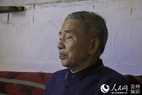 图为82岁的老支书黄大发。涂敏 摄