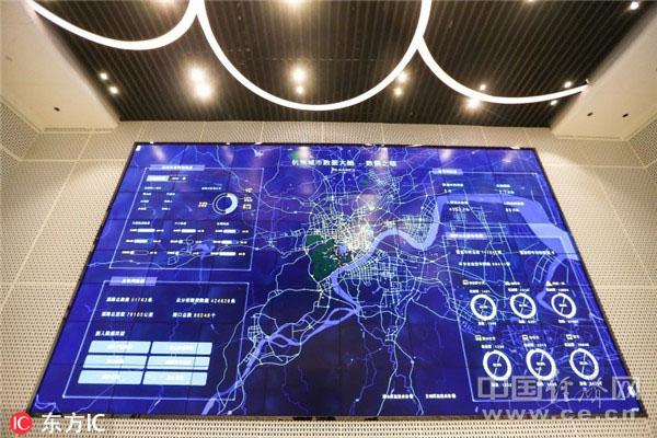 """2016年10月13日,全球首个""""城市数据大脑""""在浙江杭州正式对外发布。投入运行的""""城市数据大脑""""每天将为杭州交通系统节约15万交警人力。(图片来源:东方IC)"""